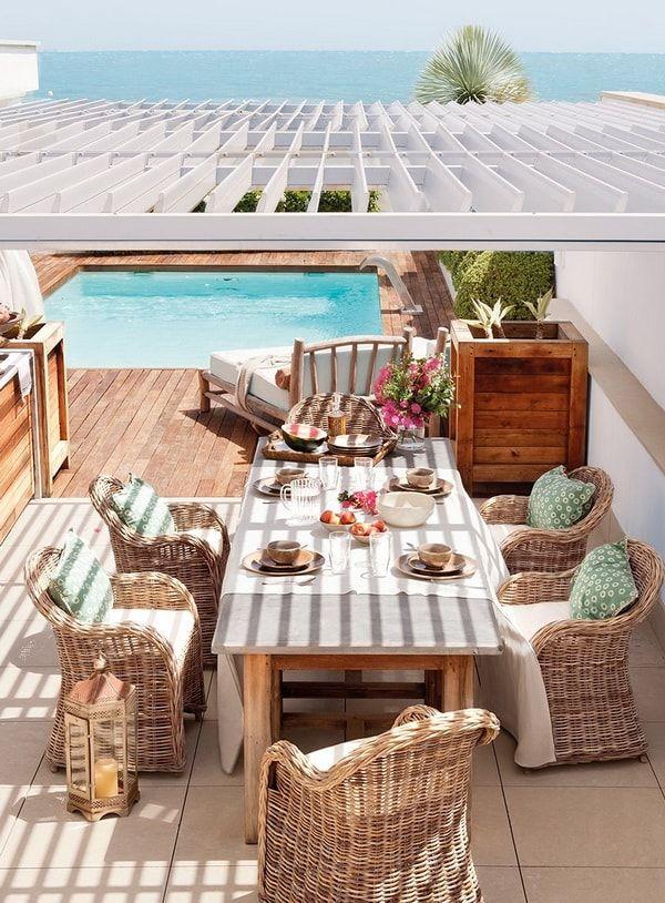 Comedores de exterior en terrazas con pérgolas