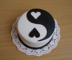 It is always good to have two personalities because if you do not like one you can always choose the other.  Yin and Yang cake cute.  The Incensewoman
