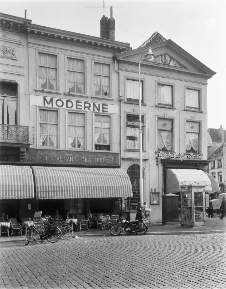 Breda. Veemarktstraat 2. 1955.