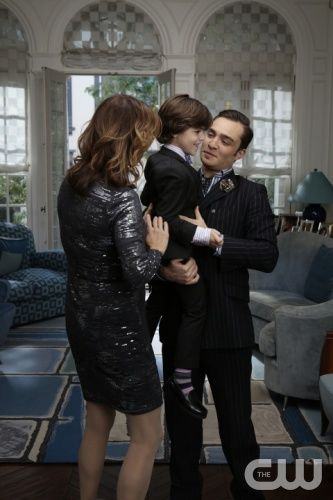GOSSIP GIRL-- 'New York, I Love You XOXO' --  Pictured (L-R): Margaret Colin as Eleanor Waldorf, Alexander Bento as Henry and Ed Westwick as Chuck Bass- Photo: Giovanni Rufino/The CW -- © 2012 The CW Network. All Rights Reserved.