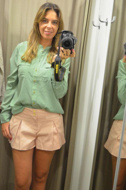Tons pastel estão na moda, fica uma doçura o shorts rosa com a camisa verde menta. Adoro shorts e camisa by the way!