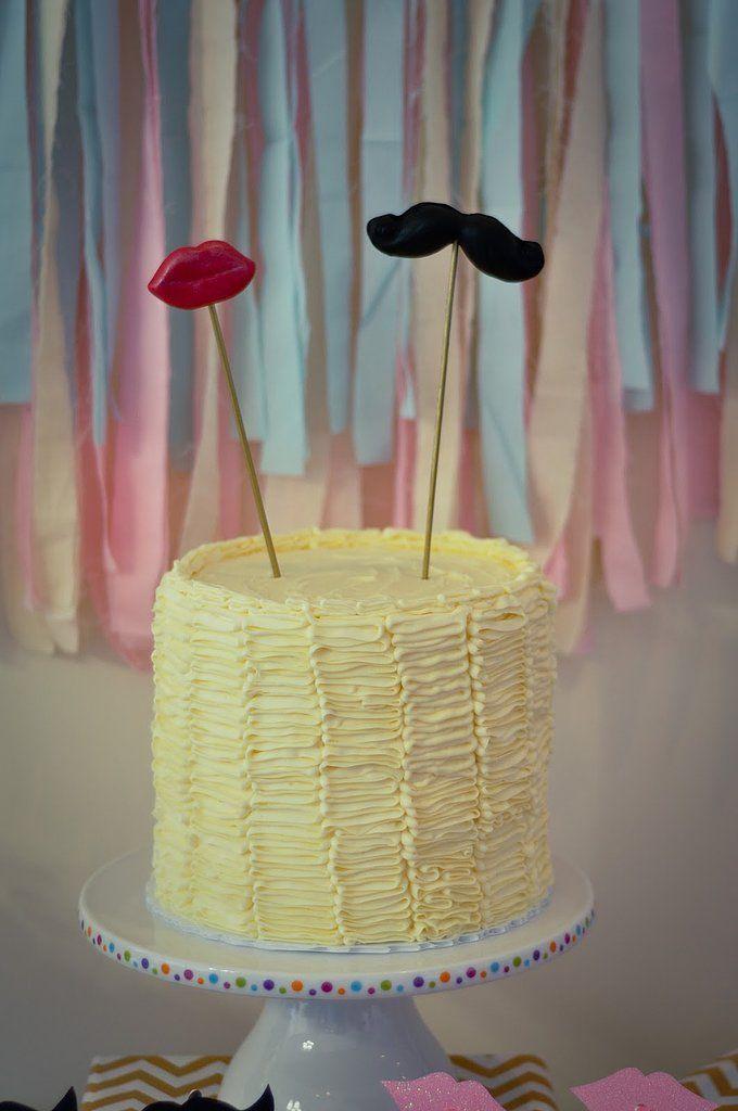 Gender Reveal Party Cakes | Pastel revelador de género. ¿Niño o niña? Labios o bigote