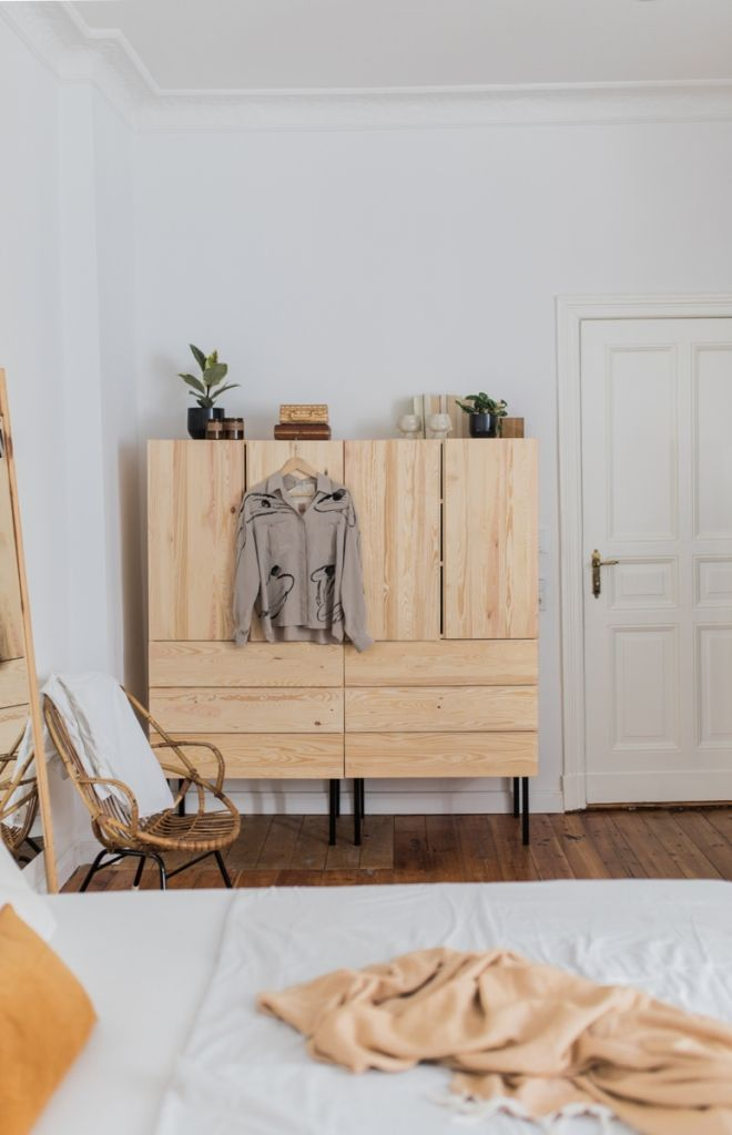 Room Tour: Willkommen in unserem Schlafzimmer! • doitbutdoitnow – Ikea Hack Ivar als Kleiderschrank