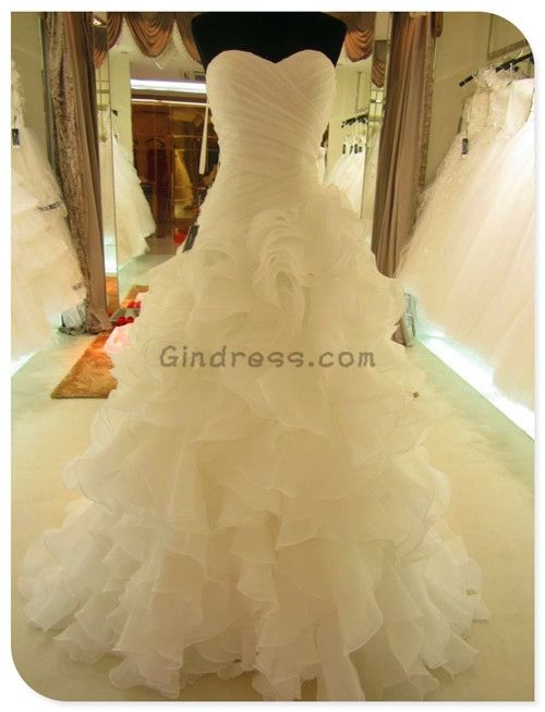 Mermaid wedding dress Mermaid wedding dresses. I think I'm in love with this dress!