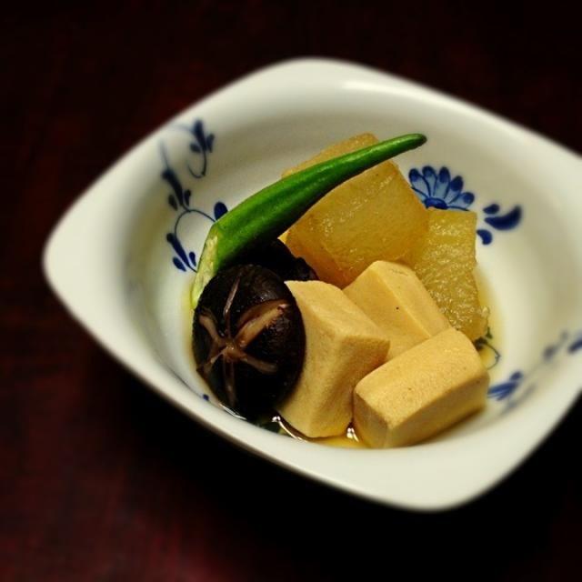 えびが食べれないので 干し椎茸で代用! 高野豆腐も入れてほっこりやさしい煮物が出来ました(´౿`) 干し椎茸での飾り包丁はむずかしい…。 - 226件のもぐもぐ - 冬瓜と高野豆腐の冷たい煮物 by happylife0606