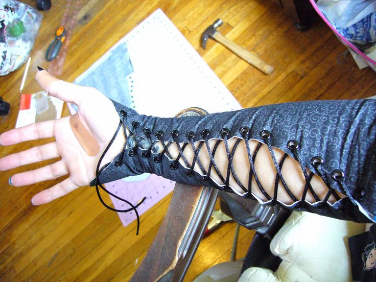 My Wonderful World of Crafts, Costumes and Coffee: Bellatrix Lestrange Costume...part 3...the lace-up sleeves