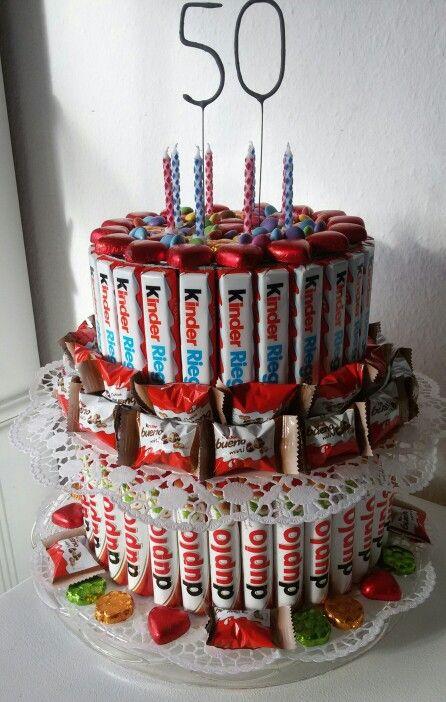 Geburtstagstorte aus Duplo & Kinderriegeln zum 50 Geburtstag mit ner 50 aus Wunderkerzen ... Zuckerkoma vorprogrammiert :-) Die Geschenke sind in den Boxen unter den Schokoriegeln versteckt, also erst essen, dann auspacken!