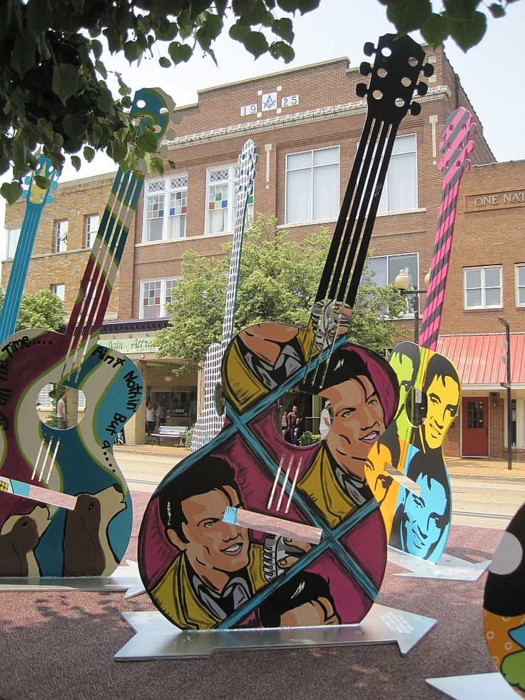 Main street guitars - Tupelo, Mississippi