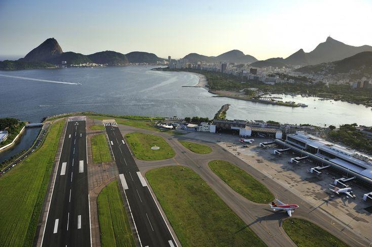 O momento da aterrissagem oferece vistas incríveis em alguns aeroportos do mundo. Privilegiados, pilotos têm uma imagem ainda mais impressionante diante de si na hora do pouso. Na lista abaixo, ...