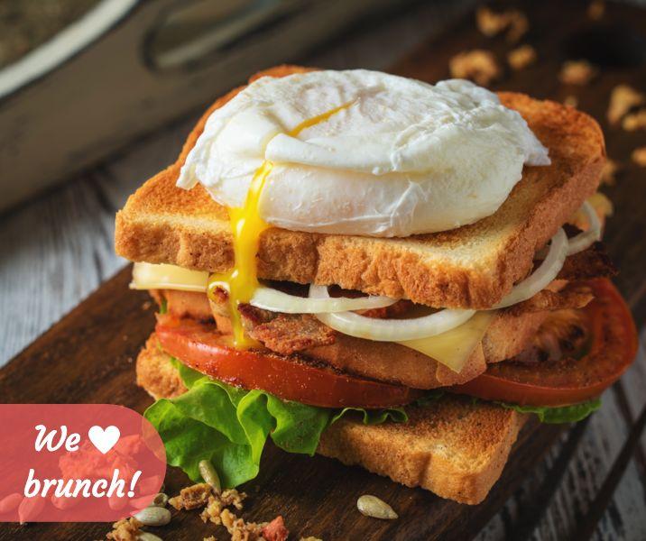 Το brunch, μπορεί να μας ήρθε από την Αμερική, αλλά έγινε και δική μας αγαπημένη συνήθεια! ^_^ <3 #toast #brunch #brunchtime #bread #toastbread #toastedbread #sandwich #poachedegg #tomato #lettuce #onions #healthysnack #healthyeating #meltedcheese #cheese #foodporn #foodgasm #yellowcheese #lunch #break #lunchbreak #yum #yummy #nomnom #delicious #easy #food #instafood