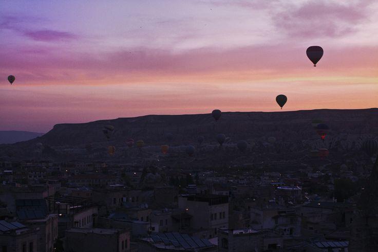 Другая планета Каппадокия - Helena Kovalenko. Полеты на воздушных шарах, сколько стоит?   #balloons #cappadocia #turkey #outfit #travel #rooftop #sultancavesuite #каппадокия #турция #отель #полетына воздушныхшарах