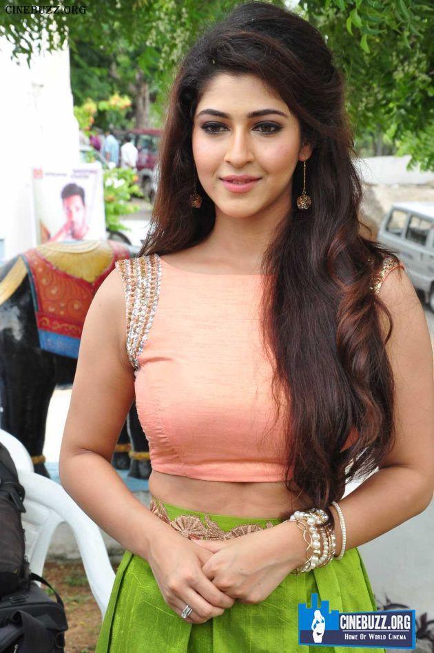 Hot Sonarika Bhadoria Photos At Vishnu Movie launch