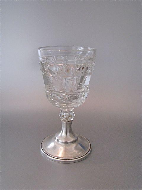 Antiek glaasje op zilveren voet