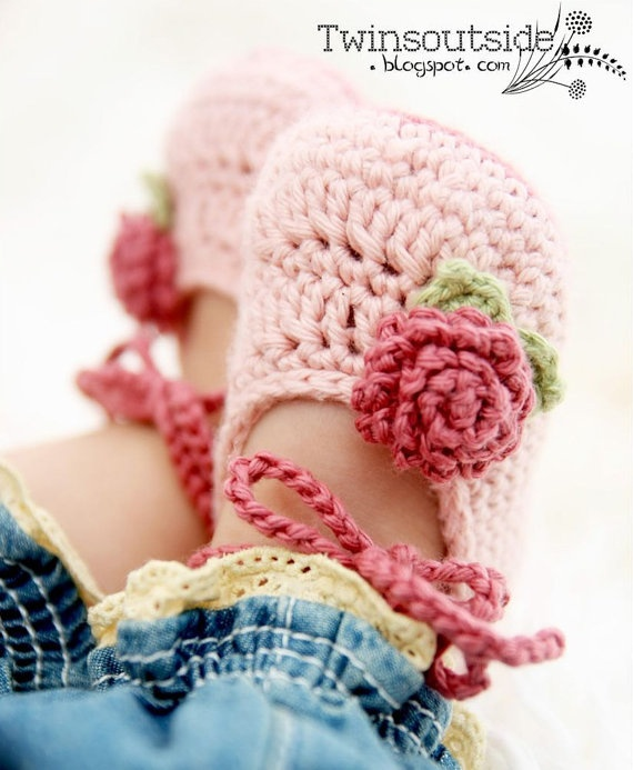 Pink Baby Ballet Shoes Baby Booties with Roses by JennOzkan...uhm Nichole do you have a pattern for these I think they would be perfect with tutu's