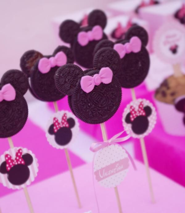 Love the Minnie Mouse cookies! Found my Minnie Mouse cake pops, and no need to bake :D