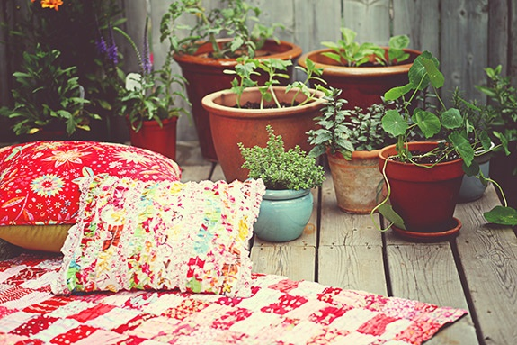 Garden cushions for balcony idea