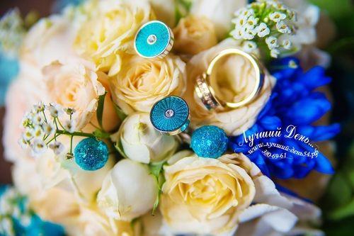 Свадебный букет и бутоньерка для жениха 3 этажный торт подарки для гостей