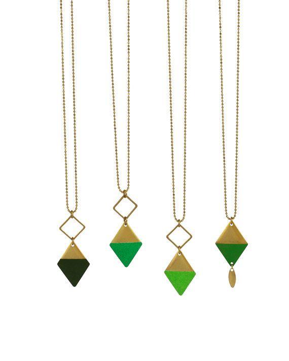 Lange gouden ketting// groen hangertje // minimalistische ketting // geometrische hanger //vierhoek juwelen // Emma et moi juwelen//