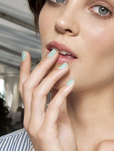 Pastel nagels @ Alexis Mabille s/s 2012