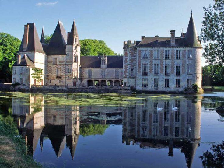 Château d'O à  Mortrée dans l'Orne                                                                                                                                                                                 Plus