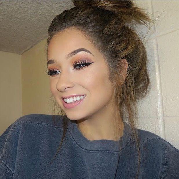 Tori Sterling: Makeup YouTuber