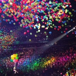 …and there will be what feels like A GAZILLION balloons. | 14 Things That Happen At A Katy Perry Concert