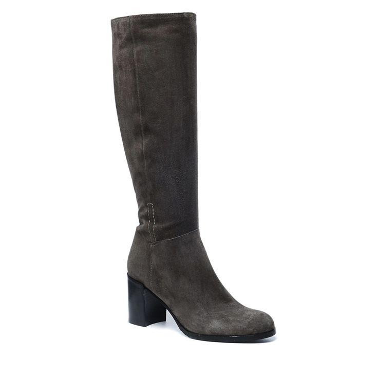 Taupe hoge laarzen met hak  Description: Taupe hoge laarzen van het merk Manfield. Deze hoge laarzen zijn een absolute musthave! Combineer de laarzen met een strakke jeans rok of jurkje tijdens een avondje uit! De buitenzijde van de laarzen is van suède en de binnenzijde is van leer. De hakhoogte is 7.5 cm gemeten vanaf de hiel. De schachthoogte is 38 cm en de schachtomtrek is 37 cm. Let op: de schachthoogte en -omtrek is gemeten voor een maat 37.  Price: 169.99  Meer informatie  #manfield