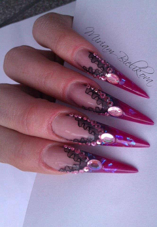 #stiletto #nails #nailart #handpainted  - pinned by http://www.naildesignshop.nl