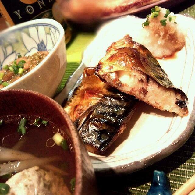 皆様...暑中お見舞~おつかれおつかれ~(^^)/ 今週も頑張ったね~(^o^)~お疲れさま...。  カンパ~~~~~~~イ♪♪♪ - 277件のもぐもぐ - ☆鶏団子とごぼうのつみれ汁、めかぶ納豆キムチ、山芋鉄板、塩鯖焼き...日本の飯~☆ by MMasahiro