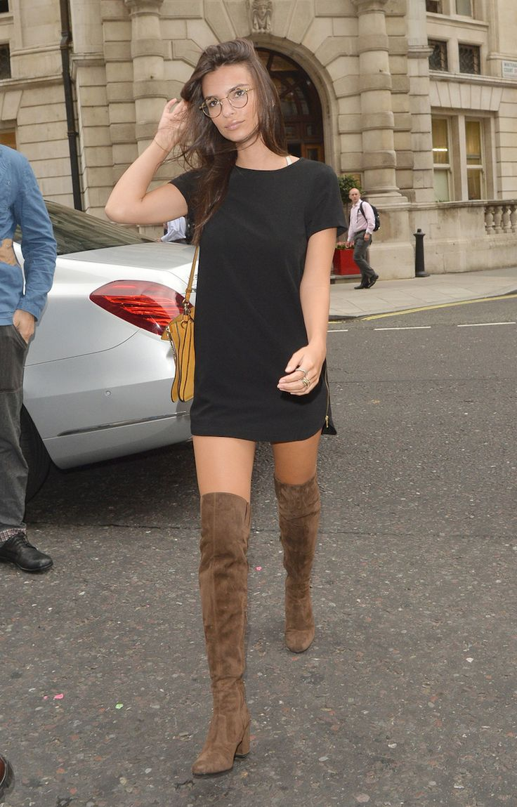 141077, Emily Ratajkowski seen out and about in London. London, United Kingdom - Monday August 10, 2015. Photograph: © Palace Lee, PacificCoastNews. Los Angeles Office: +1 310.822.0419 sales@pacificcoastnews.com FEE MUST BE AGREED PRIOR TO USAGE