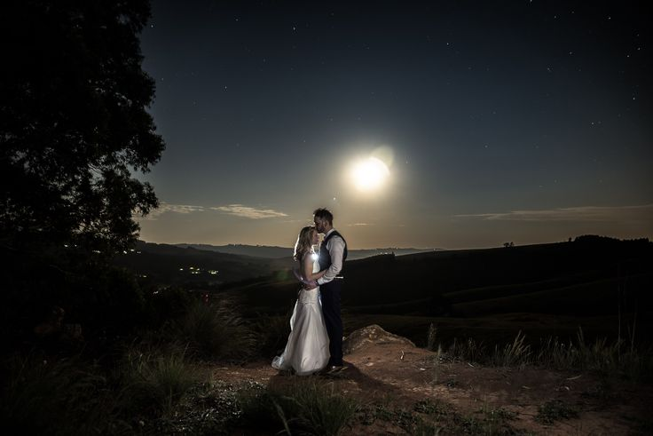 Huge was our excitement a few weekends ago when we took a scenic road trip all the way to Howick in the KZN Midlands for Lloyd and Jules long awaited wedding. They are the second couple that work and live in Hong Kong and that were referred to us by a previous couple of ours, Kymayne & Justin (T