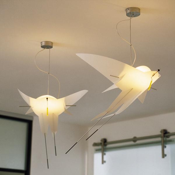 Leicht Wie Ein Vogel Wirkt Diese Aussergewohnliche Deckenleuchte Beleuchtung Decke Leuchten Treppenlicht