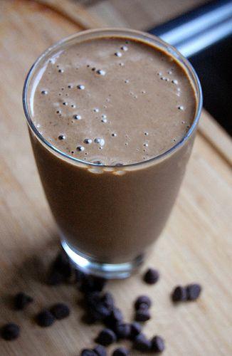 2 handfuls spinach, 1 cup almond milk, 1-2 tbsp almond butter, 1 heaping tbsp cocoa powder, 1 cup frozen strawberries