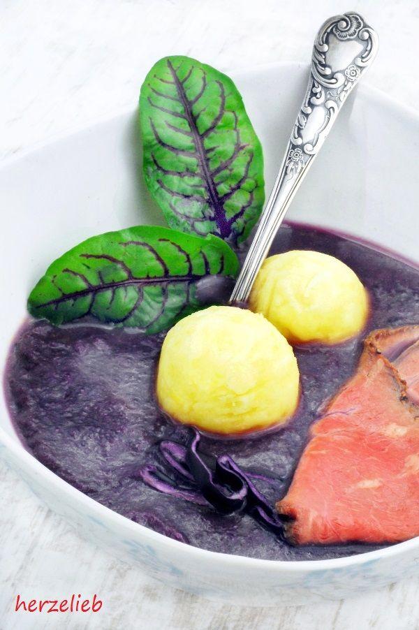 Rotkohl-Suppe nach diesem Rezept selber kochen - fast schon ein bisschen festlich