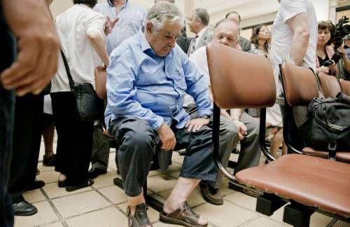 Президент Уругвая - самый скромный президент в мире! Почему? Нажми на картинку и почитай подпись к фото...