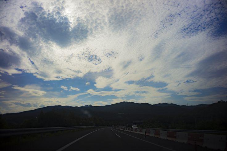 うろこ雲と青い空
