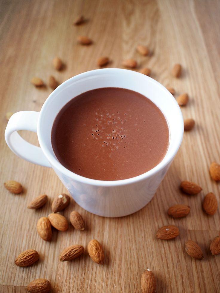 H O T    C H O C O L A T E  #almond #milk #hot #chocolate #vegan #eatmeplease