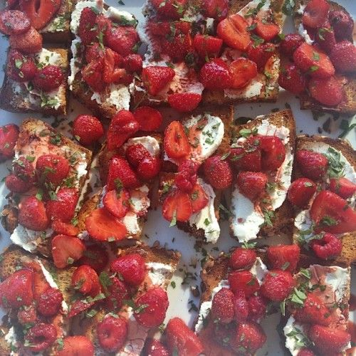 Gluten-Free Roasted Strawberry Crostini with Fresh Herbs (ReluctantEn ...
