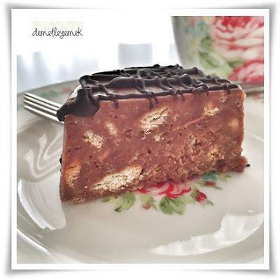 Tarif Cafe Fernando ' nun o muhteşem mozaik pastasından uyarlama ama bu haliyle bile insanı kendine aşık edebilecek bir tada sahip....