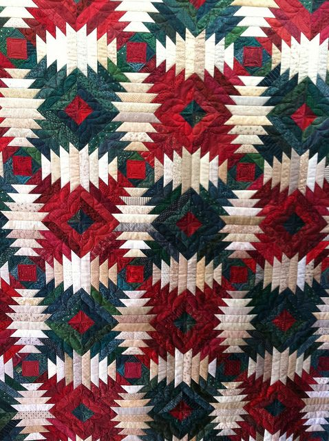 Holiday Pineapple quilt- by Jessica's Quilting Studio, via Flickr