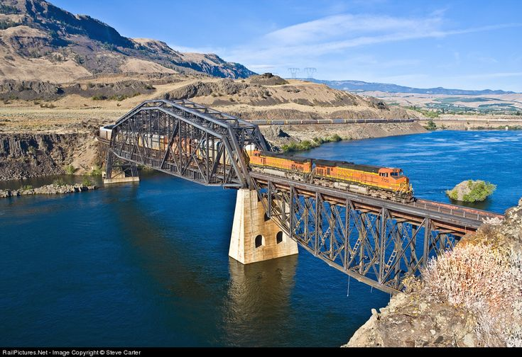 RailPictures.Net Photo: BNSF 7725 BNSF Railway GE ES44DC at Rock Island, Washington by Steve Carter