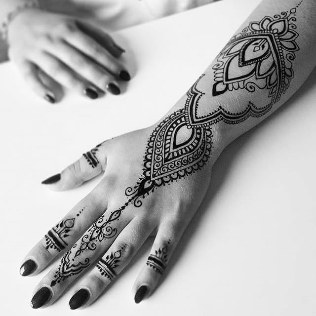 Super beautiful fresh jagua art by  @mehendimasala  . . .  www.freshjagua.com Fresh-Jagua, supplying the most top grade professional Undiluted - Jagua tattoo gel, ink & Powder in the market! Made from fresh Genipa Americana fruit!  We do all the process from picking up the fruits and creating the end product. *Highest quality ingredients. * Great Dark stain! *Best gel flow. * Long lasting stain. *100% Pure and  Pasteurized. Worldwide fast shipping! *We carry wide range of jagua/Henna acce...