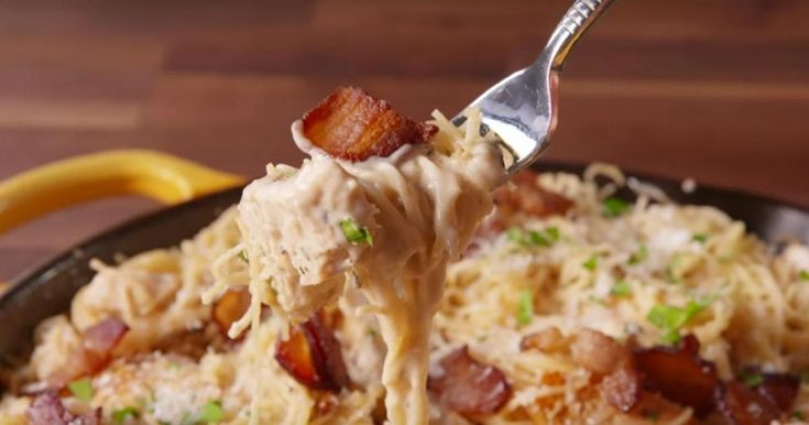 Ne mangez plus votre salade César en accompagnement de vos pâtes, mangez des pâtes César!
