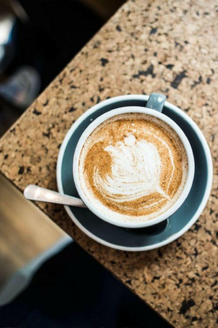 Das Okay Café in Neukölln bietet ein tolles Frühstück an und ist vor allem für seine Kanelbullar bekannt.