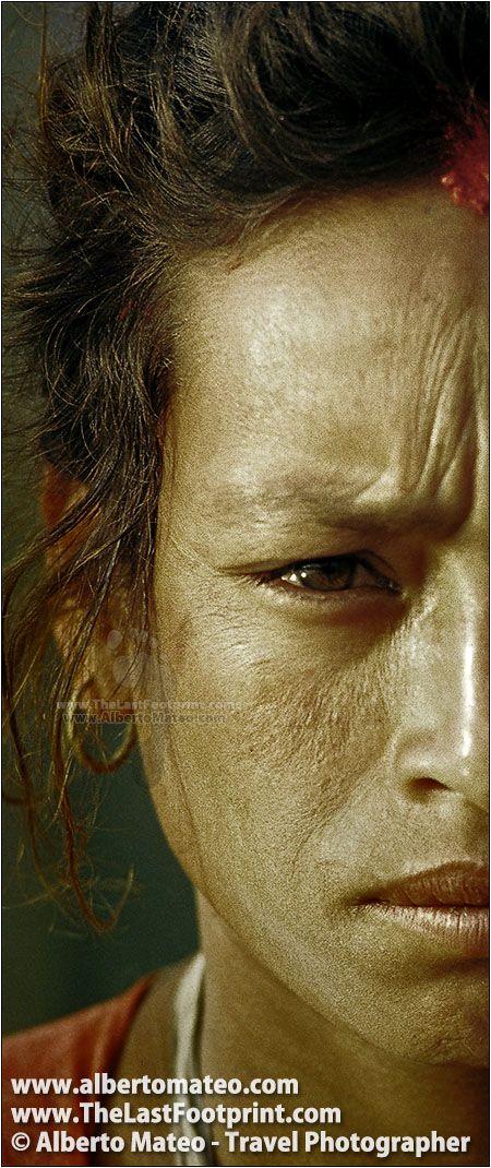 Worried woman, Bhaktapur, Kathmandu Valley, Nepal   Portrait by Alberto Mateo, Travel Photographer.