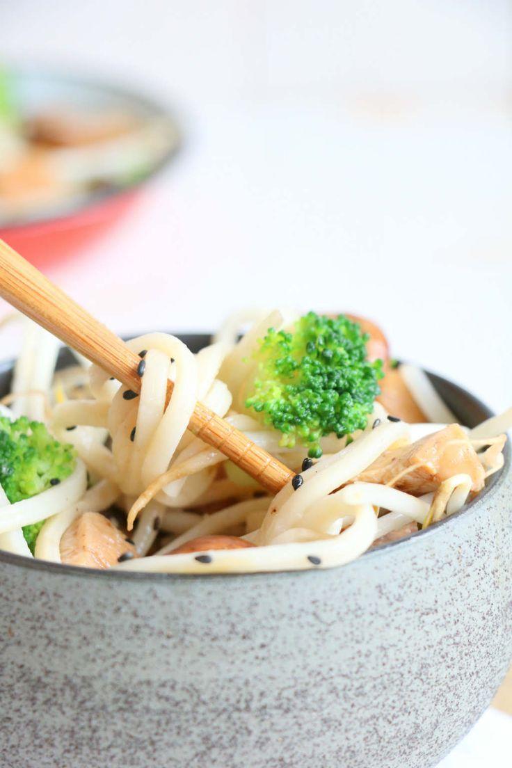 noedels met groente en kip