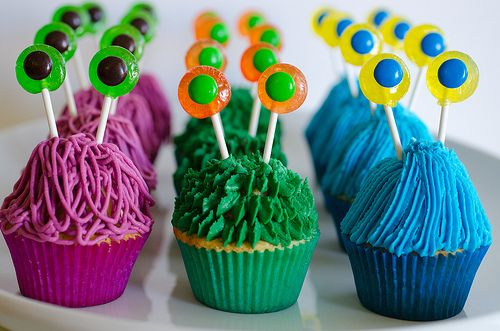 Monster cupcake tutorial. They remind me the Sesame Street Yip Yip aliens. I *loved* those guys.