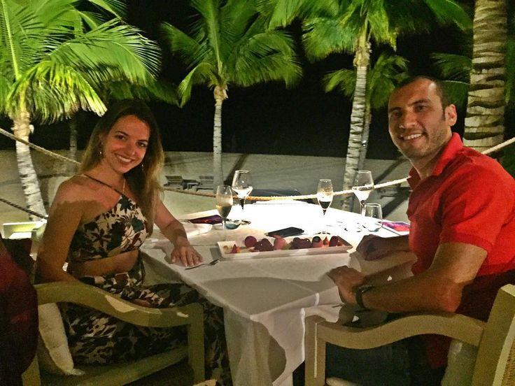 Nossa última noite no paraíso com direito a jantar romântico! ��❤️ #honeymoon #africa #Mauritius #justmarried #sonhosa2 http://gelinshop.com/ipost/1519043312475402664/?code=BUUudguh3Go
