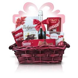 """Royal Red  #Cosul #cadou Royal Red este un cadou business ideal, combinand savoarea unei cafele autentice italiene Lavazza cu finetea ciocolatei belgiene si aroma intensa a vinului spumant ce desavarseste orice desert. Va invitam sa spuneti un """"multumesc"""" delicios oferind un cadou deosebit   #cadoubusiness #coscadou #cadougourmet #cosurigourmet"""