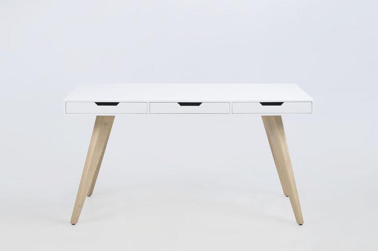 Model: Great RAW Proof Beschrijving: Bureau met 3 laden Materiaal: houten tafelblad in wit mat lak en poten in massief essen Uitvoering: met 3 laden Afmetingen: 140 x 60 x 75 cm. (BxDxH) Het Design Entrepot Prijs: € 399,-  •Website: http://www.hetdesignentrepot.nl •Bel+316 22999488 •Mail: info@hetdesignentrepot.nl